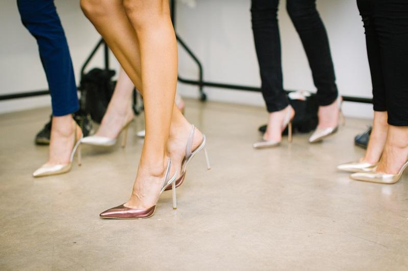 Im Schnitt besitzt jede Frau 17 Paar Schuhe. Ist ok. Aber warum kaufen wir uns immer wieder Schuhe, die wir dann doch nicht tragen?